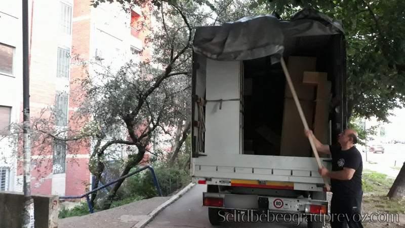 Selidbe u zgradama bez Lifta Beograd Spoljašnjim Liftom