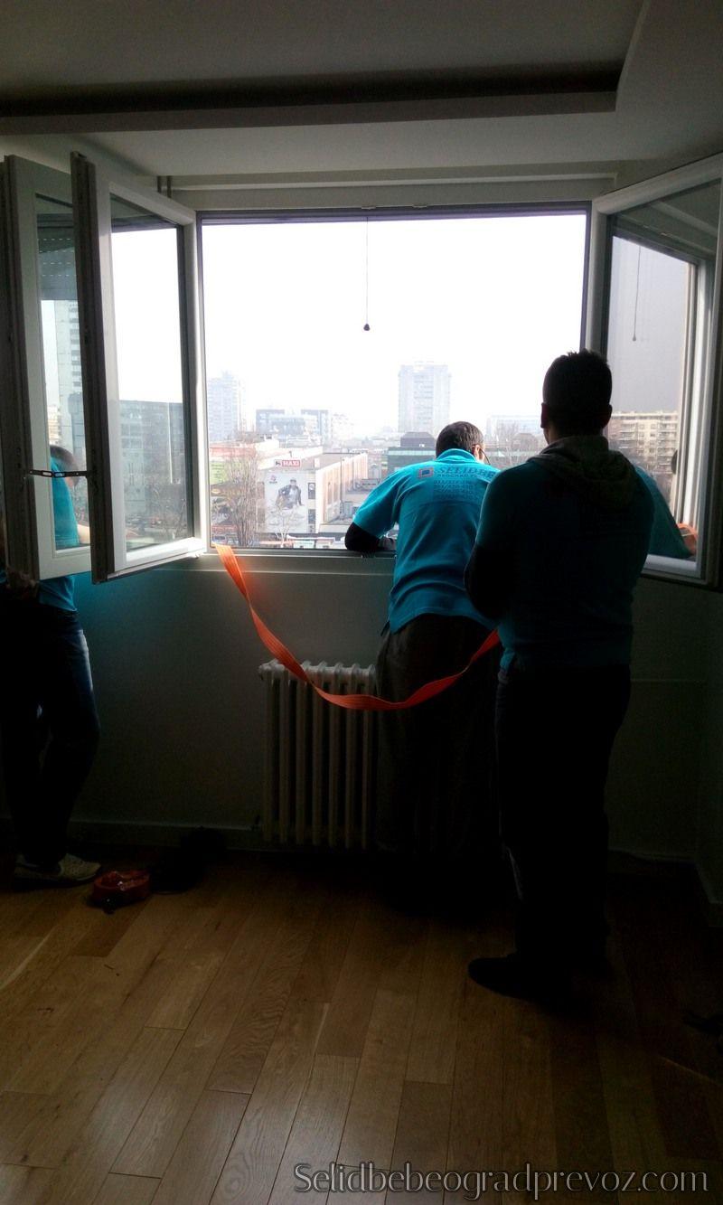 Spuštanje Dizanje na Kanape Kroz Prozor Terasu
